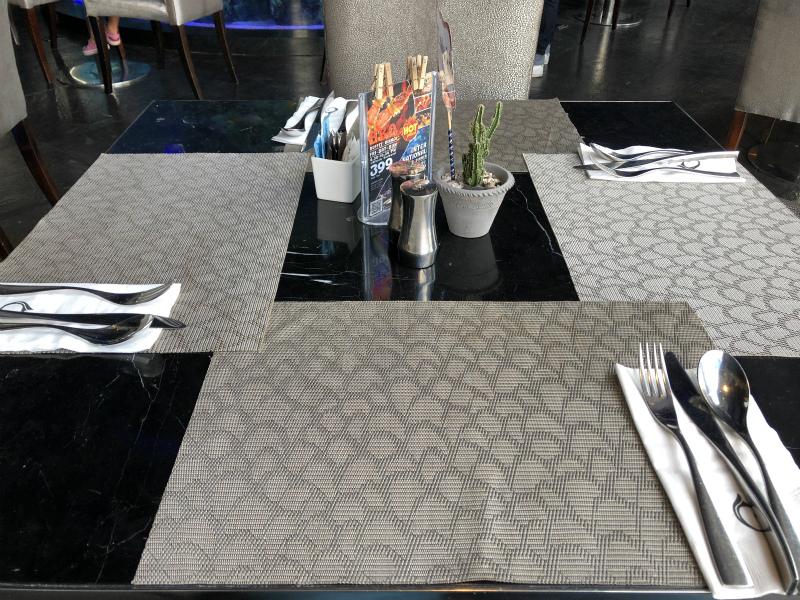 ラブホのようなセンタラ アズール ホテル パタヤ (Centara Azure Hotel Pattaya)の朝食・ビュッフェ