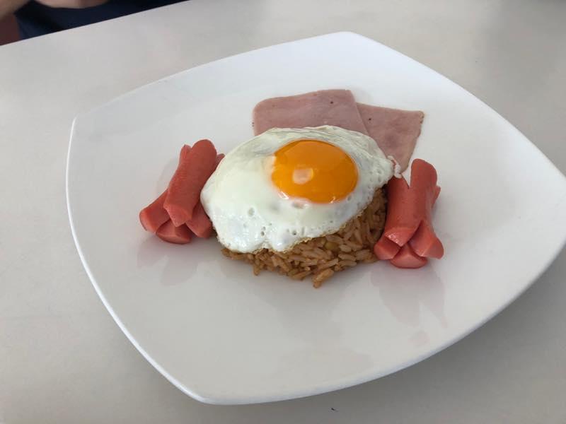 パタヤ2日目の昼食 Thip's Cafeで昼食とおやつでタイ風ラーメン(バミー?)を食べてきた。