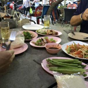 バンコク最後の夜は、ローカルなタイ食堂でイサーン料理を食べる