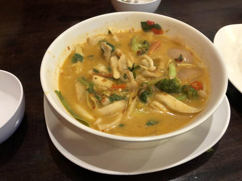 本当のバンコク最後の夜は、ナナプラザ近くの「Zaab」でタイ料理を食べる