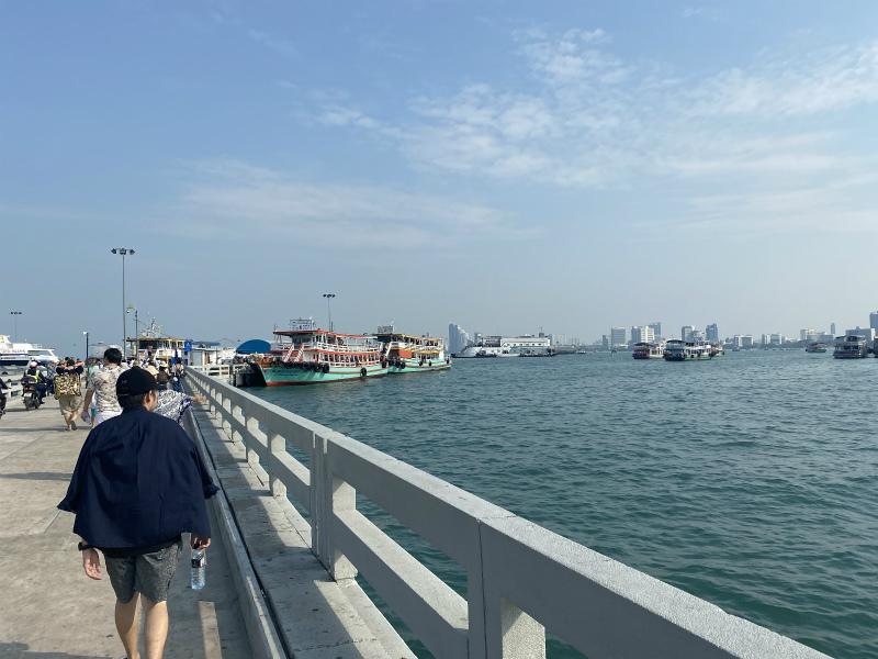 バリハイ桟橋からフェリーに乗る