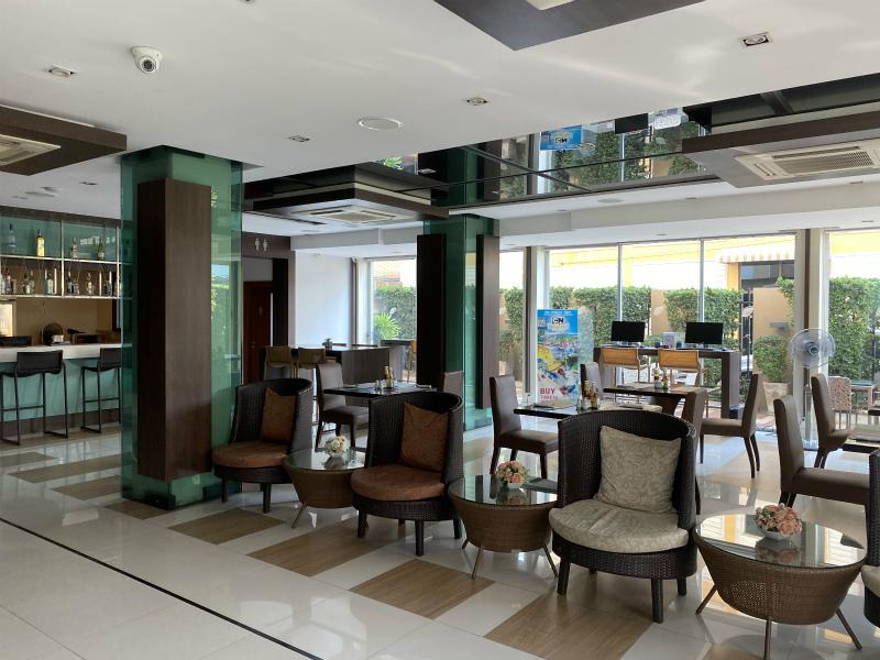 エイプリル スイーツ (April Suites Pattaya)のチェックイン