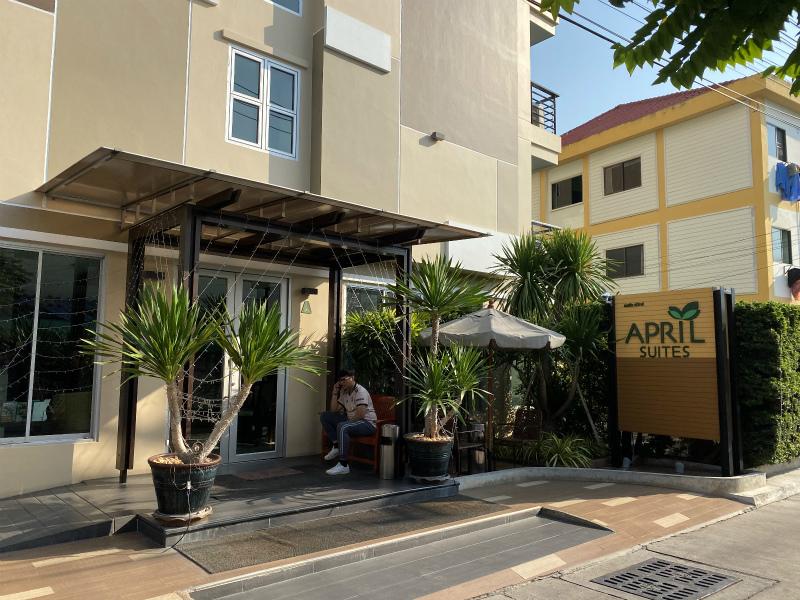 パタヤ2件目のホテル エイプリル スイーツ (April Suites Pattaya)へ朝一からホテル移動をします