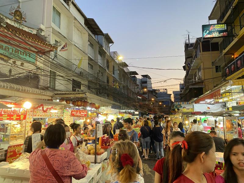 バンコクでの初日 中華街(ヤワラート)とMBKセンターと年越しの花火