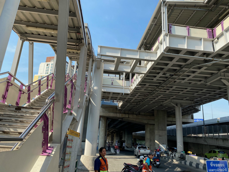タラートプルー駅からワット パクナムへの行き方